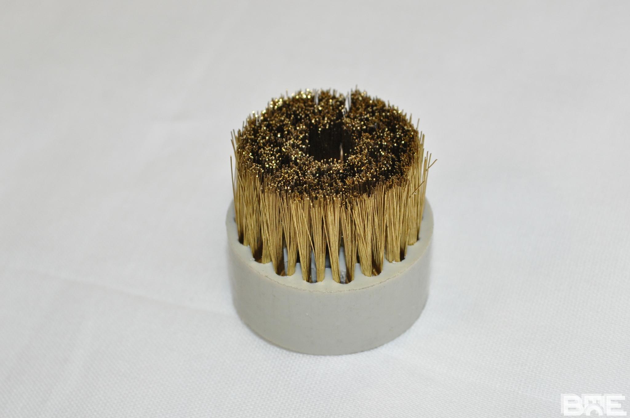 Brosse plateau support polypro et fibres laiton pour ébavurage