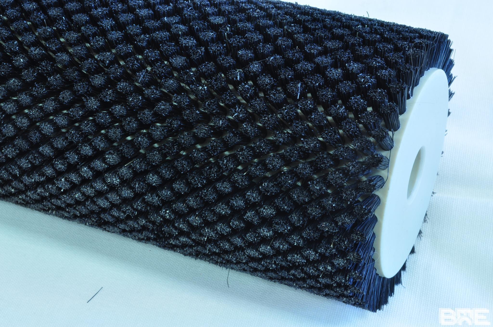 Brosse rotative antistatique avec garnissage en soie naturelle