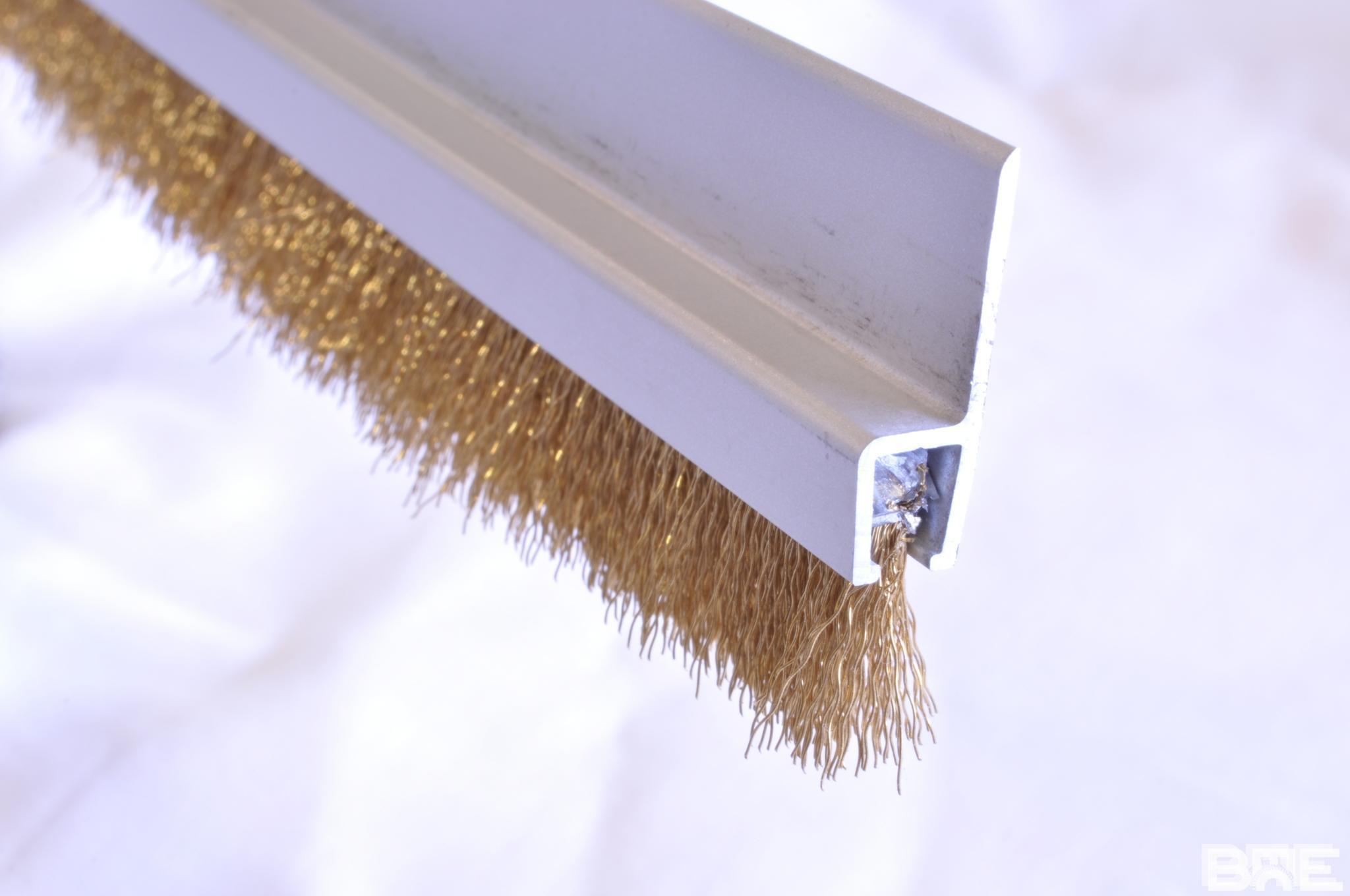 Brosse strip monture h en aluminium et fibre laiton