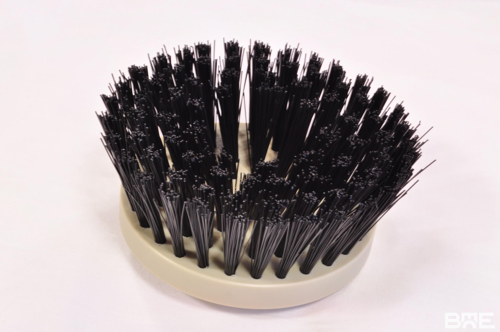 Brosse plateau circulaire type coupe avec fibres inclinées