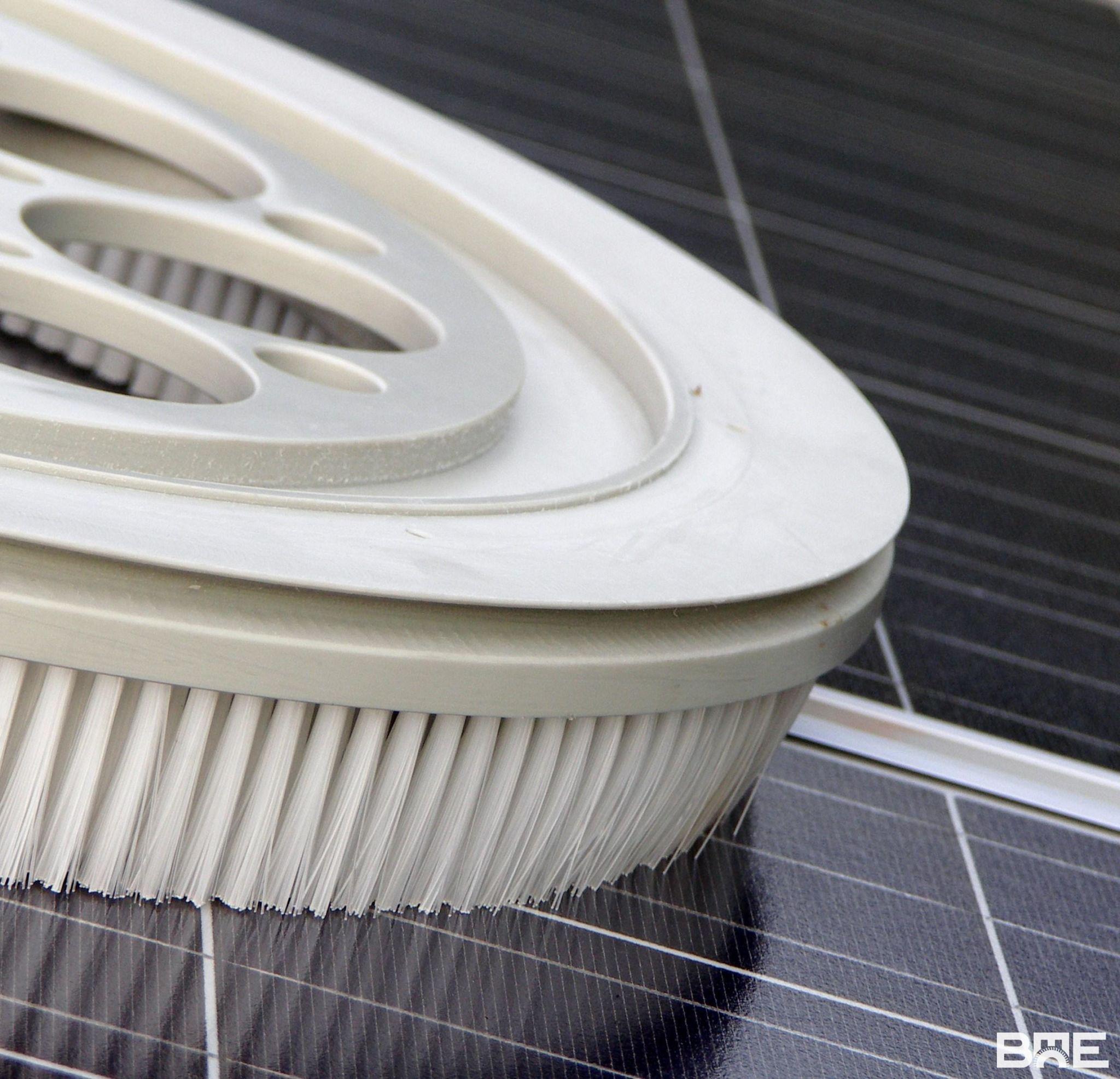 Brosse plateau pour nettoyer des panneaux photovoltaïques